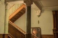 Treppe mit Säule