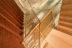 Fahrstuhl mit Treppe