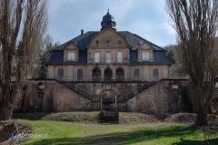 Die Front des Haupthauses