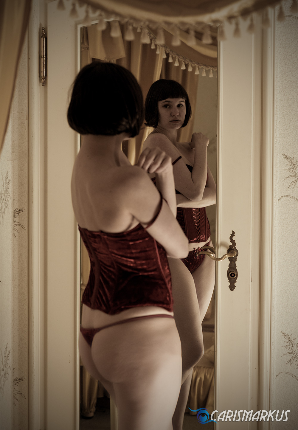 Red Dessous II